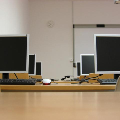 computer-room-1242678-640x480