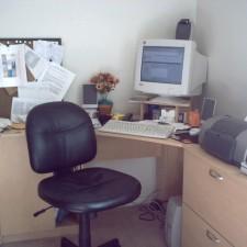 neat-desk-1241363-640x480